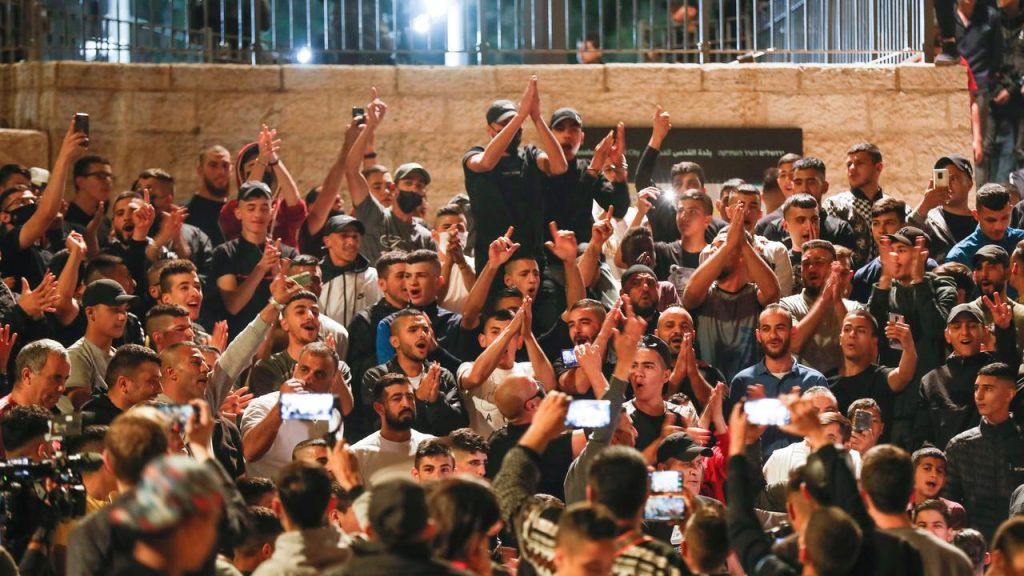 After troubled days, the Israeli police remove the fences at the Damascus Gate |  right Now