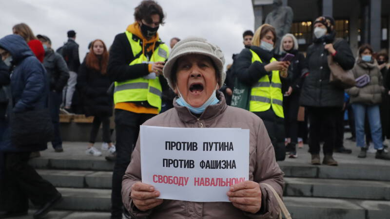 Hundreds of protesters arrested at pro-Navy rallies in Russia