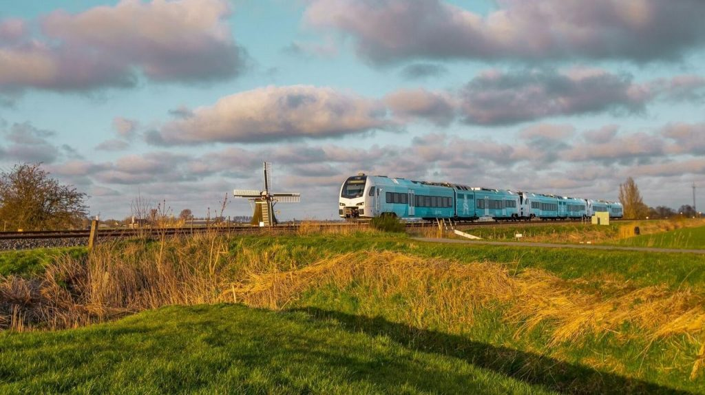 Quiet and powerful, Oerol travels the first kilometers on the Frisian Railway