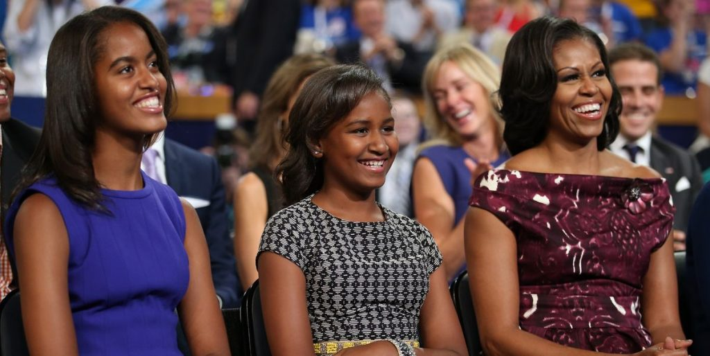 These two actresses play Sasha and Malia Obama in the series The First Lady