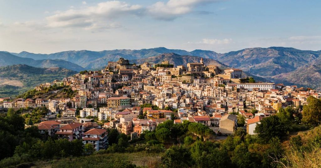 This Italian village also sells homes for € 1    Livelihood