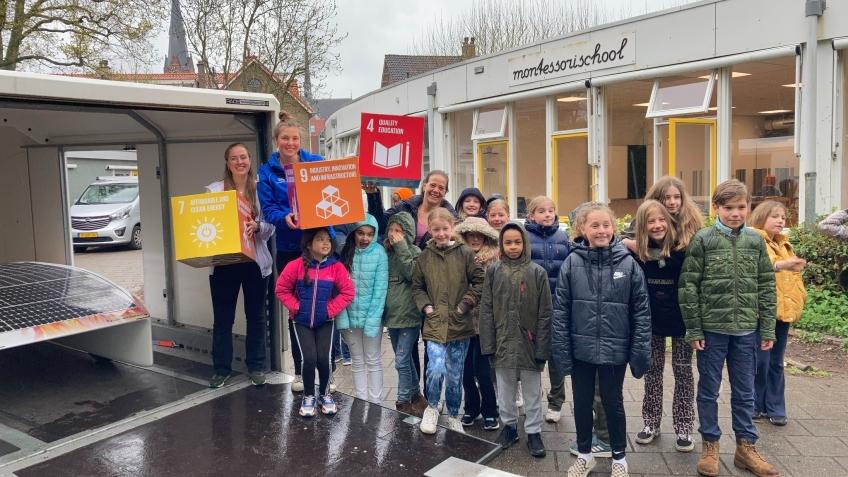 Wassenaarders.nl |  Former student Laurien de Vos visits Montessori School with the Vattenfall Solar team