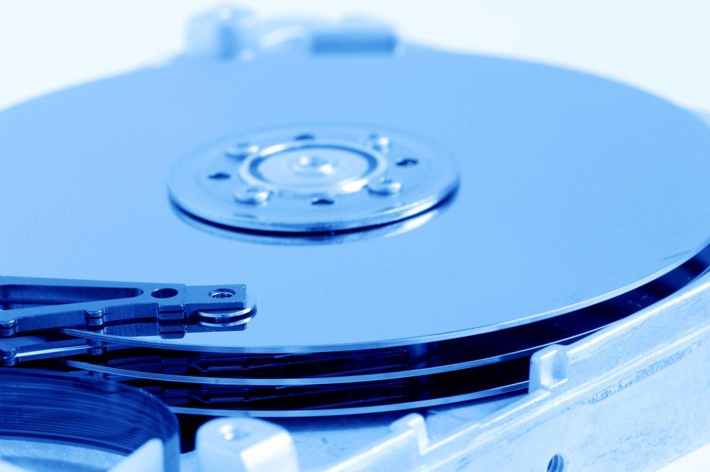 Исследование Backblaze: SSD надежнее HDD