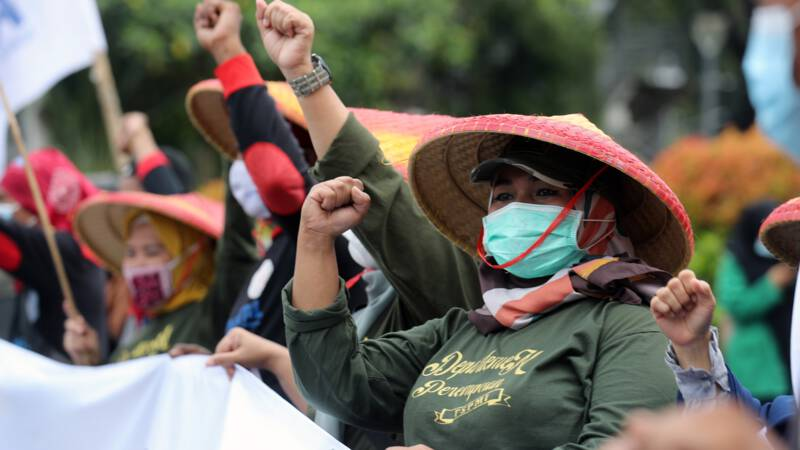 Hundreds of arrests in May Day demonstrations around the world