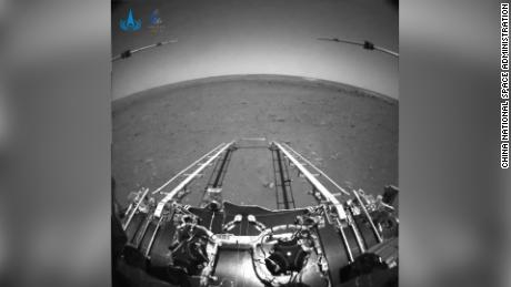 China publishes the first pictures taken by the Mars probe