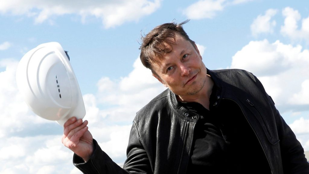 Elon Musk anuncia que vende su última casa en propiedad y vive de alquiler