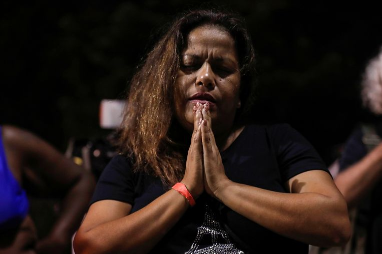 Zulema Perez prays for the victims of the apartment complex collapse.  Reuters photo