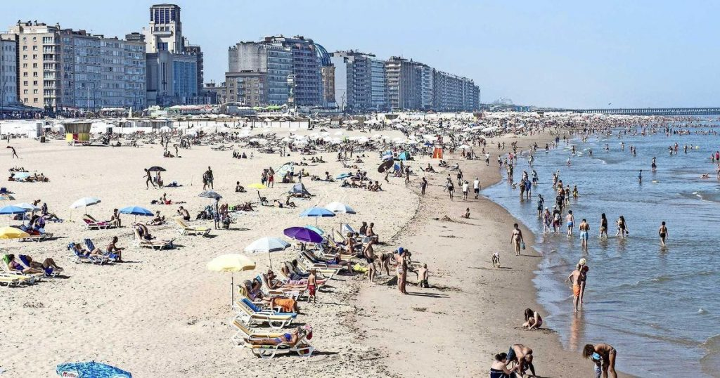 Bikini or topless in Blankenberge?  opportunity to impose a large fine    abroad