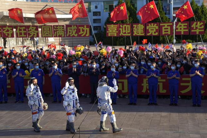 Chinese astronauts Tang Hongbo, Liu Beoming and Ni Hesheng before the launch of a Long March 2F rocket in Jiuquan on June 17, 2021.