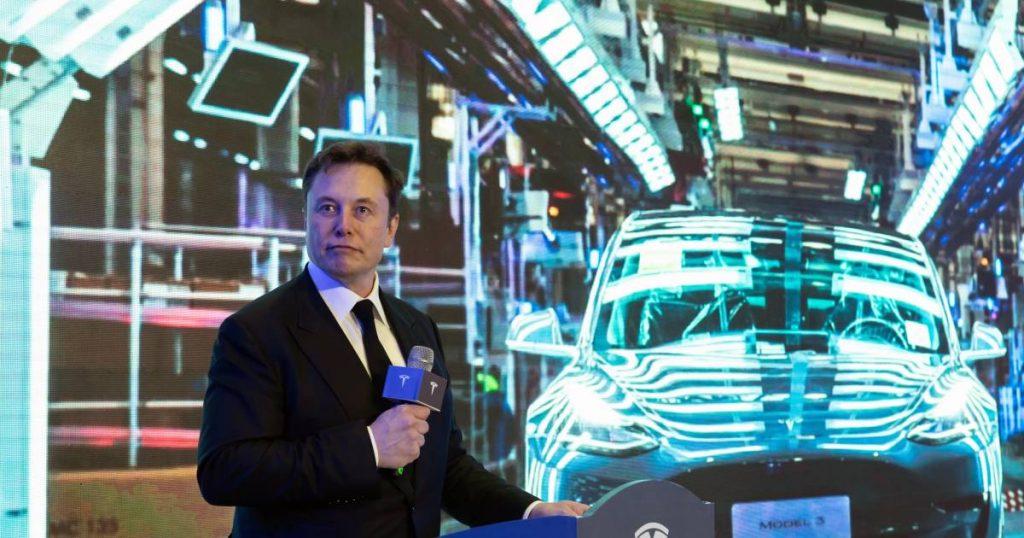Elon Musk, right-hand man, leaves car manufacturer Tesla    the cars