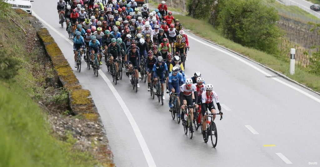 Participants tour in Switzerland |  124 runners finish a difficult stage race