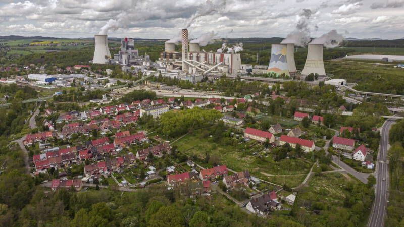 Poland demonstrates against the closure of the lignite mine and the Czech Republic threatens a fine