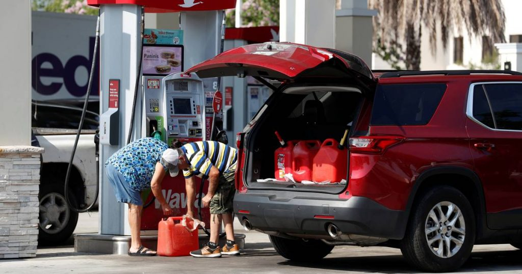 White House warns residents against hoarding: 'Don't fill plastic bags with gasoline' |  the cars