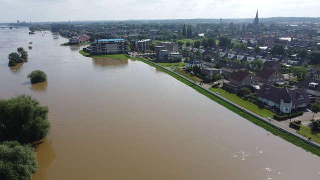 A high water wave leaves Limburg on Monday morning |  1 Limburg