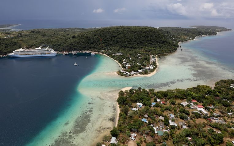 From crooks to North Korean politicians, anyone can buy a Vanuatu passport