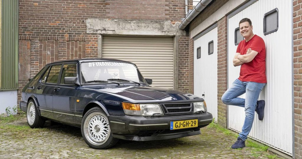 Joost (22) has a nice group of Saab friends thanks to his car    On the road