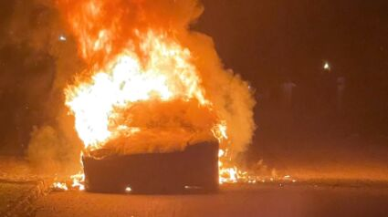 Tesla: A Tesla Model S Plaid turns into a fireball while driving