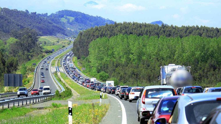 Traffic jams, traffic, mountain landscape, outside