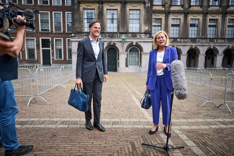 Mark Rutte and Sigrid Kaag walk out after a conversation with Detective Mariette Hammer about forming a government.  ANP . image