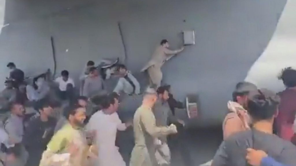 Afghans desperately climb on the fuselage The plane takes off