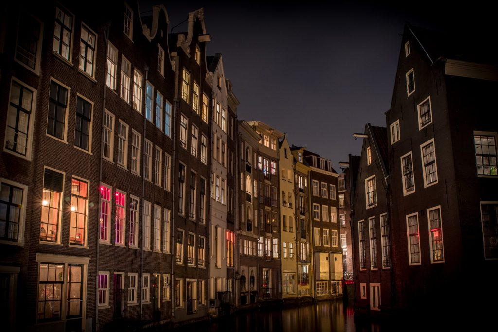 American racket leaves hundreds of homes in Amsterdam empty
