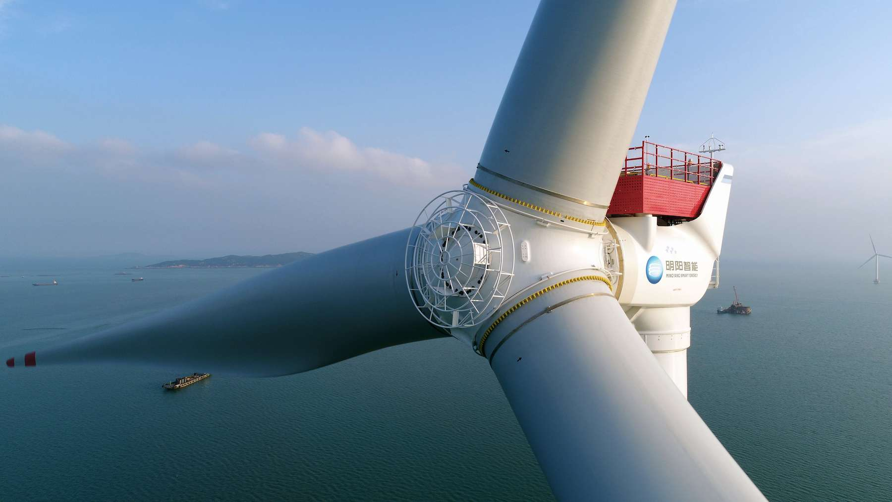 With blades measuring 118 meters in length, the MySE 16.0-242 wind turbine has a capacity of 16 MW.  © MingYang Smart Energy