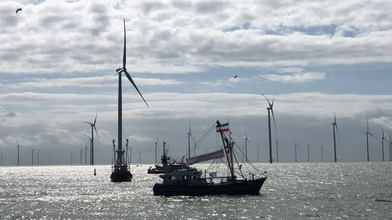 Fleet of more than 50 cutters protesting in Afsluitdijk against wind farms