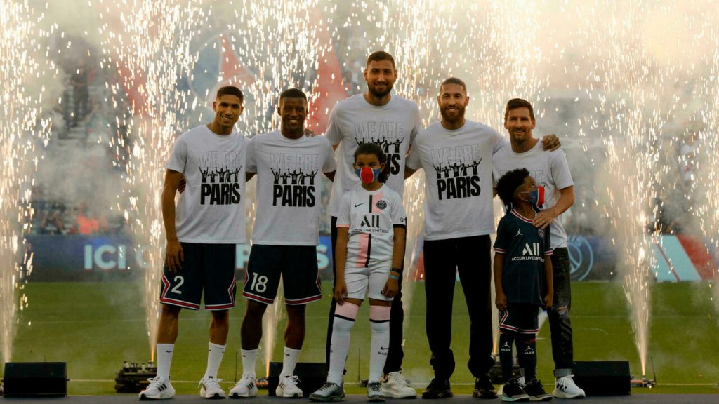 Messi received a huge welcome from Paris Saint-Germain fans before the French League match