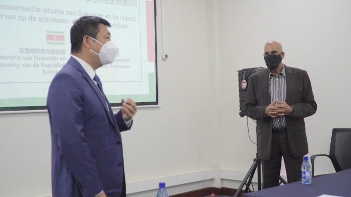 Minister informs the embassy and Chinese companies of the recovery plan in Suriname