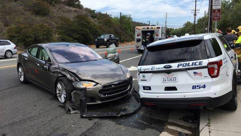 US investigates Tesla's self-driving function after accidents with rescuers