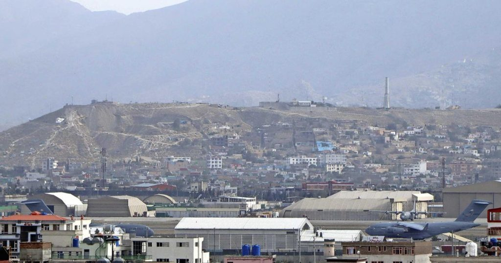 direct    Americans leave dozens of cars at Kabul airport    Abroad