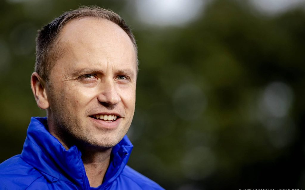 The new national football coach is mainly hoping for a win on his debut