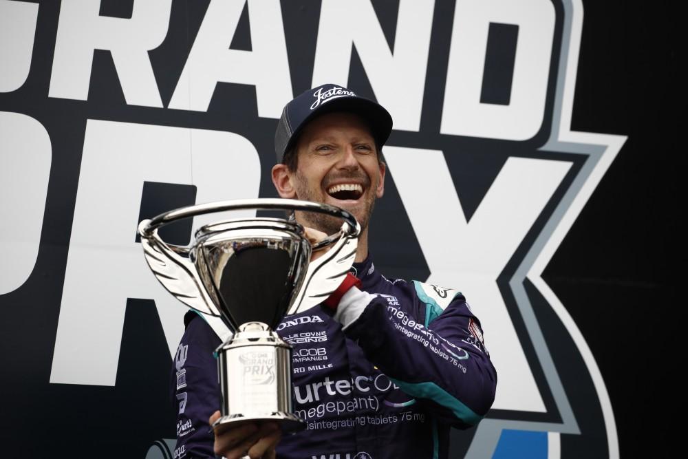 Romain Grosjean op het podium van de Indianapolis Motor Speedway