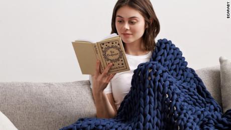 11 Popular Weighted Blankets Shoppers Swear By (CNN Underline)