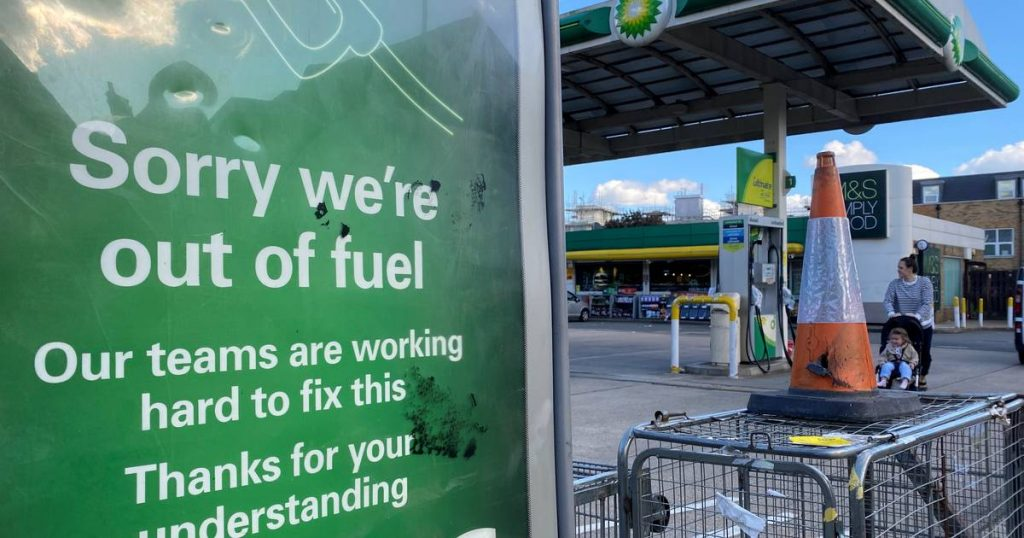 Britain's gasoline crisis continues: Johnson is considering deploying the army for supplies    Abroad