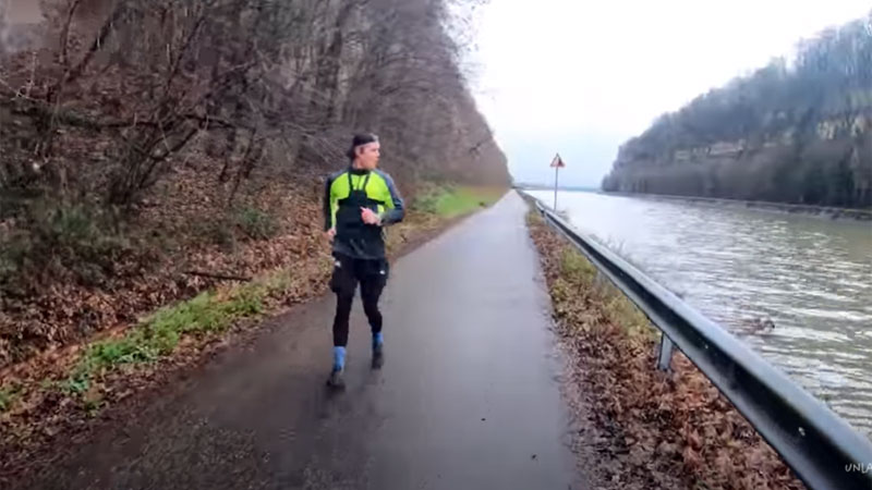 Finnish YouTuber walks 10km backwards through Kanne