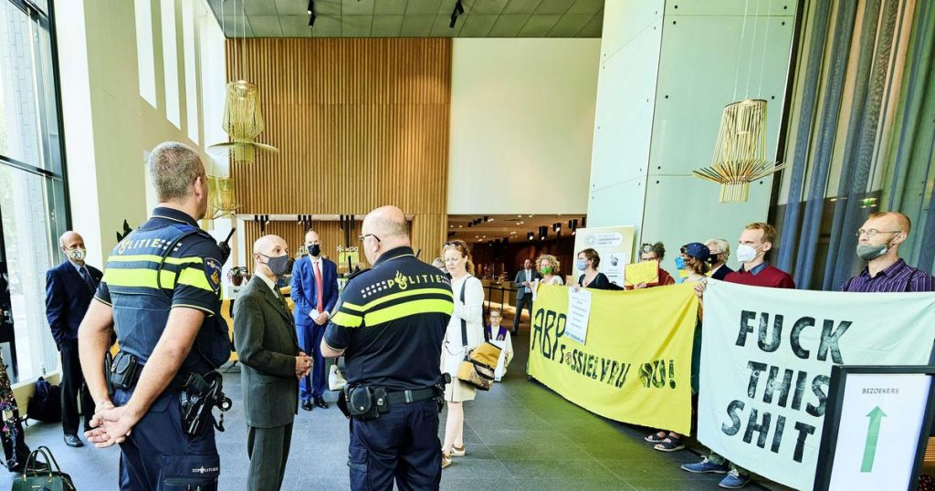 Police stop occupation of ABP office by Extinction Rebellion    Money