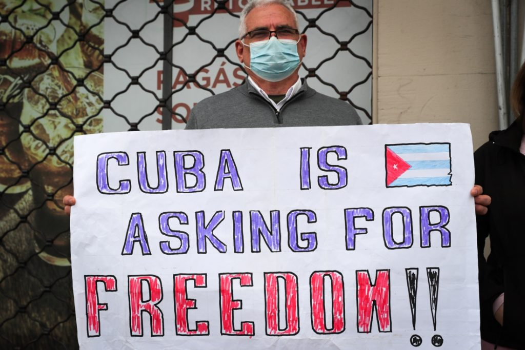 The United States imposes new sanctions on Cuba