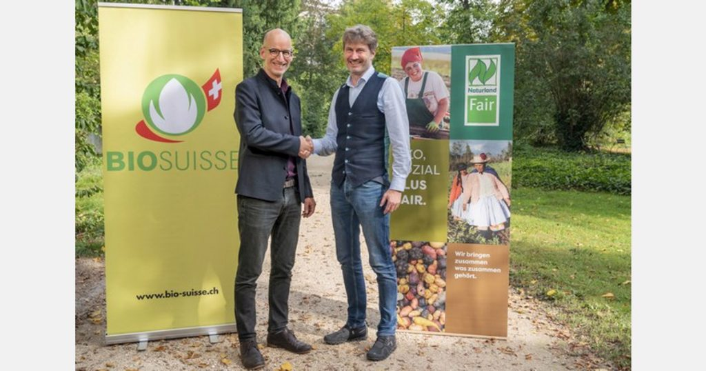 Naturland and Bio Suisse sign a cooperation agreement