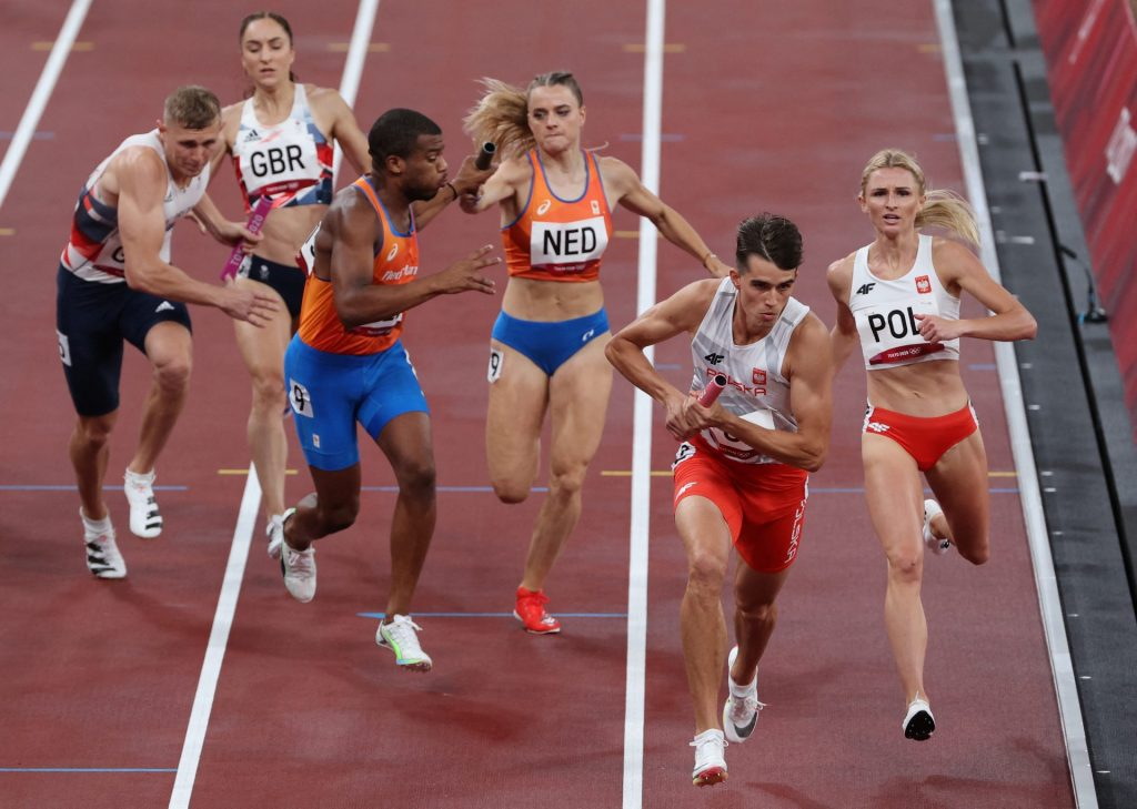 Despite protests in final, Dutch relay team still has to face US: 'unacceptable'