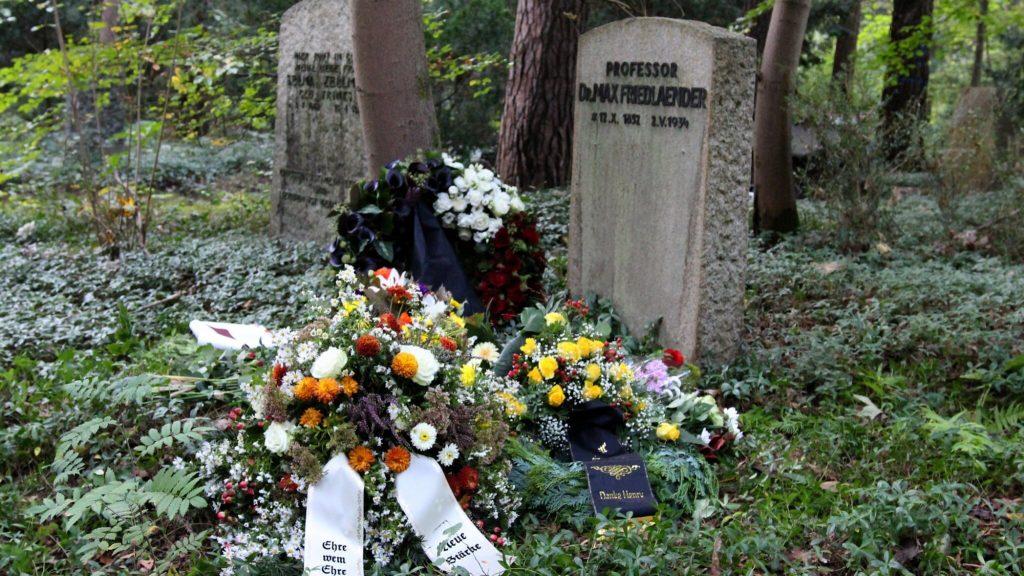 German neo-Nazis buried in Jewish musicologist's grave: 'fatal mistake'