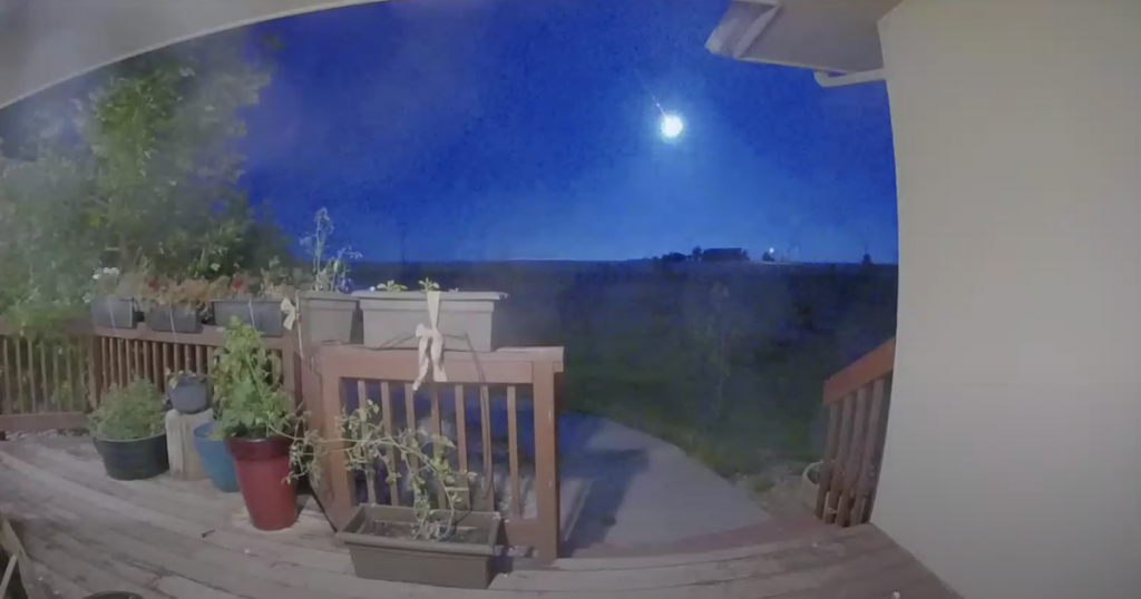 Shiny blue fireball captured in videos over Colorado